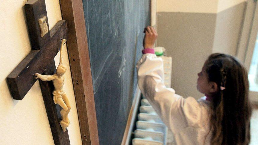 la-religion-en-la-escuela-debe-impartirse-o-financiarse-con-dinero-publico